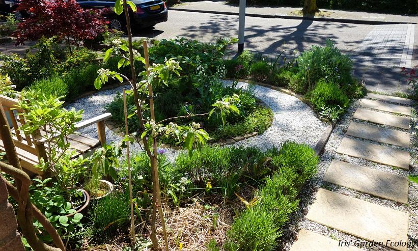 Tijd Voor Tuin : Donkere schutting in je tuin beu dan is het tijd om dé tuinposter