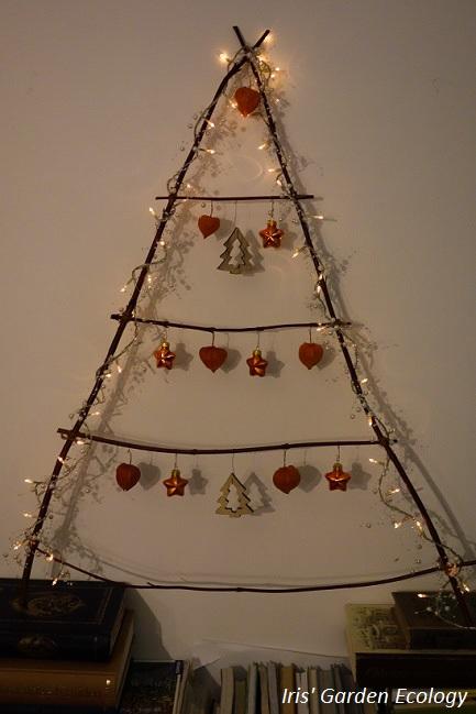 kerstboompje-hout-kornoelje-tuin-lichtjes
