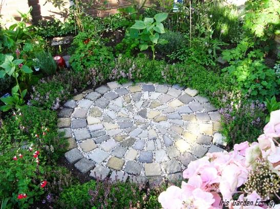 Gebruikte Tuin Tegels.16 Ideeen Voor Hergebruik Van Tuintegels En Stenen Iris Garden