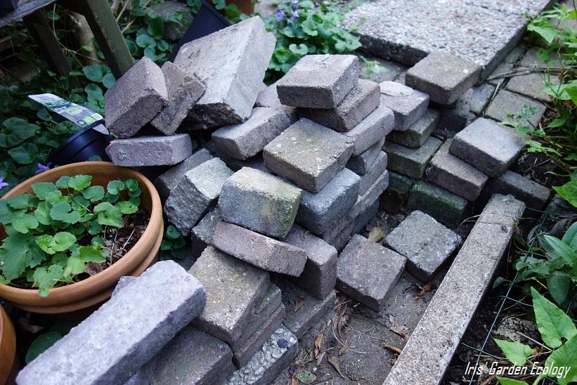 Ideeën voor hergebruik van tuintegels en stenen iris garden